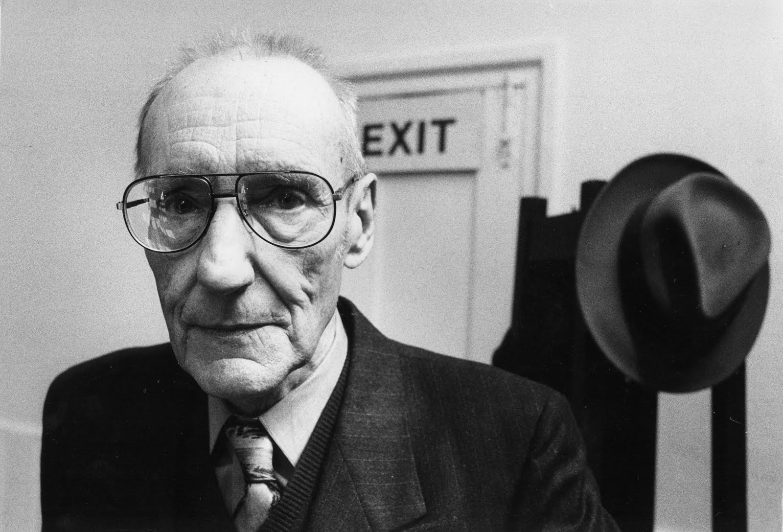 http://4.bp.blogspot.com/_tnGAt-hymK4/S7-7PvZ06tI/AAAAAAAACV8/55foqDQnxSE/s1600/william-burroughs-london-1988.jpg