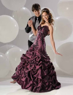 Why Buy Your Prom Dress Online