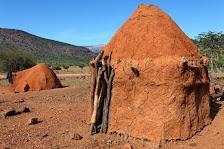 Traditionelles Leben in einem HIMBA-Dorf in Namiba