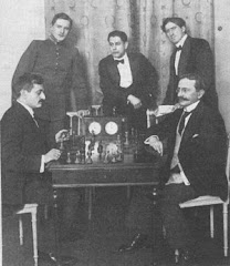 De pie alekhine,capablanca y marshall,sentados lasker y tarrash