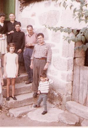 Familia y vecinos del pueblo de Galicia.