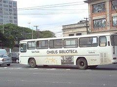 Curiosidade: o Ônibus-Biblioteca já foi assim: