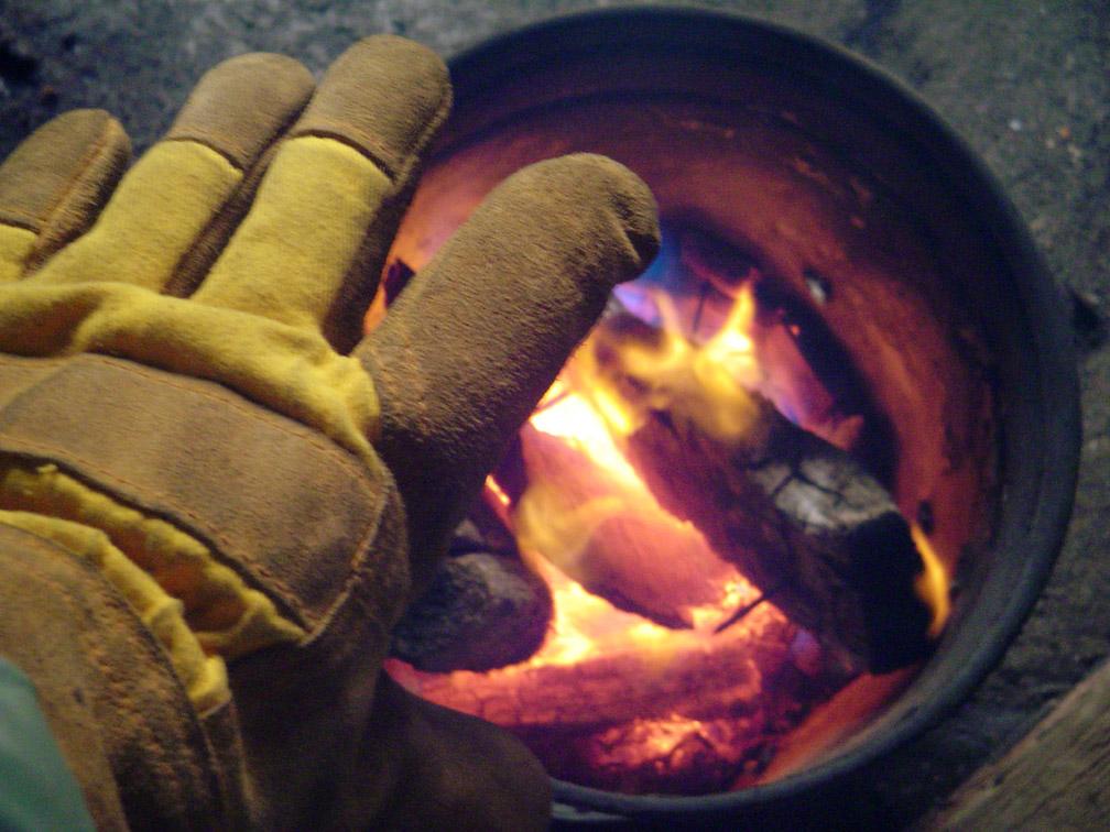 [070126-+29+glove+bucket+fire+sm.jpg]