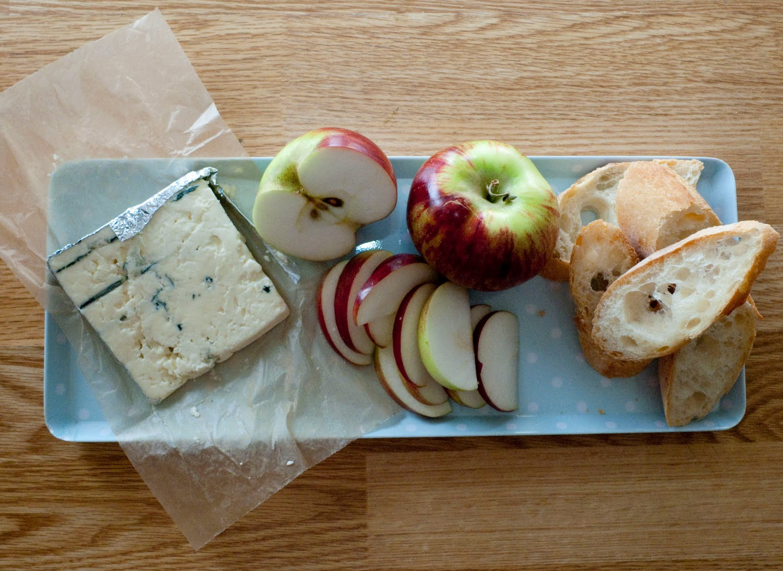 chouxettes: Blue Cheese and Apple Tartine