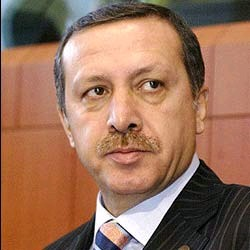 Operohet kryeministri turk Erdogan