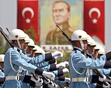 http://4.bp.blogspot.com/_u0XIriS-d3c/SaQuiSI4cuI/AAAAAAAAEL4/HtwEH7ijh8o/s400/_7319_turkish-army-8-10-2003.jpg