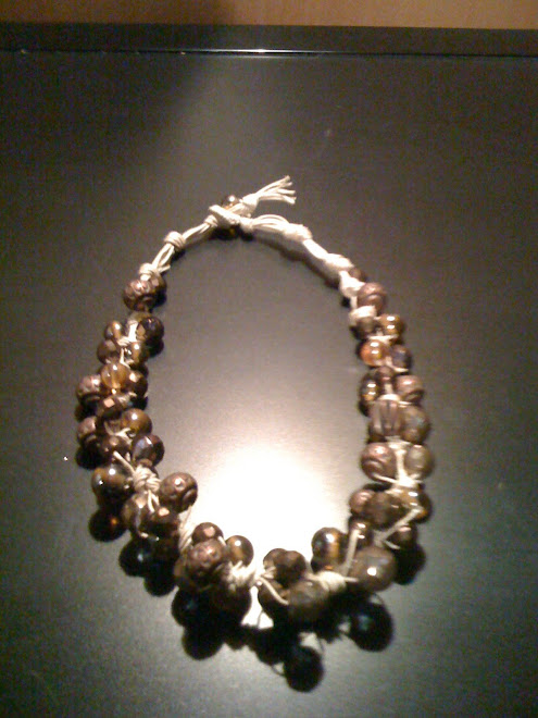 Collana a grappolo di cotone con cristalli e perle etniche
