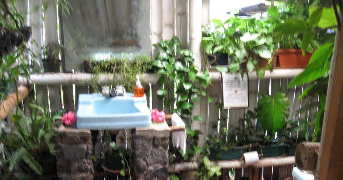Puerta Baño Hacia Afuera:MIS TORMENTOS INTERIORES: FINCA VALHALA, ALOTENANGO, ANTIGUA GUATEMALA