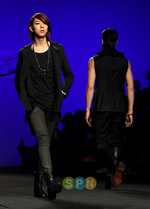 Lee Jeong Shin Seoul Fashion Week ! ♥ Pp10102200080