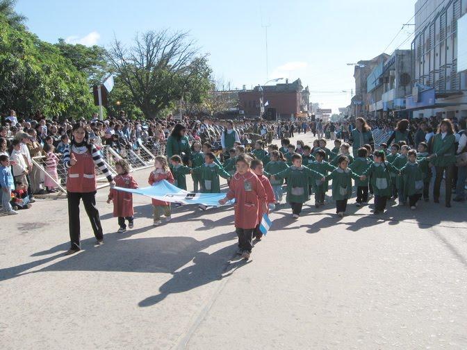 Poemas dia de la bandera para jardin de infantes for Canciones de jardin de infantes argentina