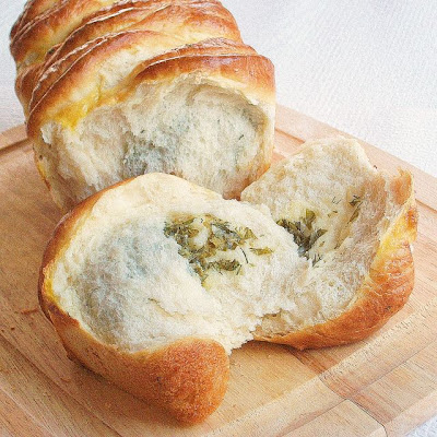 Pull apart cheese herb bread
