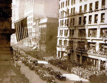 [parade+on+5th+avenue+1920]