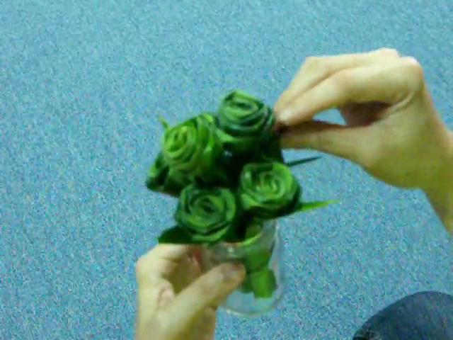 วิธีพับดอกกุหลาบจากใบเตย สอนพับดอกกุหลาบ กุหลาบวาเลนไทน์แปลก ไอเดียวาเลนไทน์ วันแห่งความรัก,ทำดอกกุหลาบเอง,แต่งห้องด้วยกุหลาบใบเตย,วิธีทำดอกกุหลาบจากใบเตย ,ทำดอกกุหลาบจาก how to fold sweet rose from Pandan leaf,diy fold rose,pandan leaf rose,how to fold rose from,natural method  odor