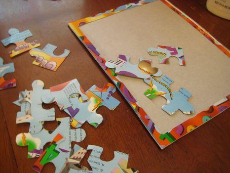 วิธีทำ จิ๊กซอว์ ตัวต่อภาพ jigsaw  กล่องกระดาษ กล่องซีเรียล กล่องอาหารเช้า บรรจุภัณฑ์ ของใช้แล้ว ลดขยะ รีไซเคิล วัสดุเหลือใช้ ไอเดีย how to diy ลดโลกร้อน โลกสีเขียว โครงงาน กระดาษ กระดาษใช้แล้ว recycle reuse