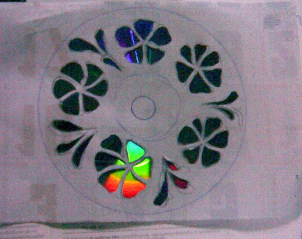 แผ่นซีดีเก่า ซีดีใช้แล้ว ซีดีเสีย ตกแต่งแผ่น cd วัสดุเหลือใช้  ประดิษฐ์ของเหลือใช้ วิธีทำทำเอง diy ขวดน้ำ ขวดน้ำ รีไซเคิล งานฝีมือ เศษวัสดุ  reuse recycle ลดขยะ  สร้างสรรค์ แปลก ไอเดีย idea ดัดแปลง ปรับปรุง โครงงาน โลกสีเขียว พลาสติก ลดโลกร้อน ของใช้แล้ว
