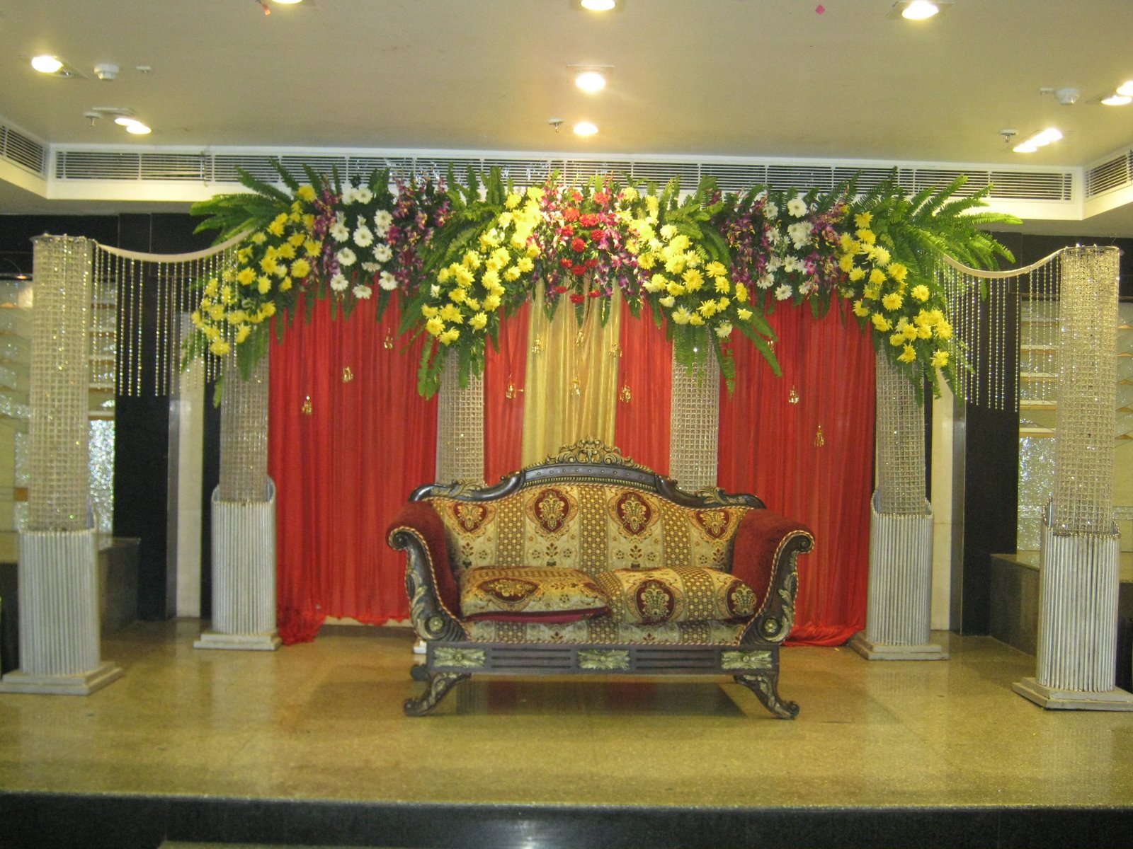 Indian wedding stage decoration romantic decoration for Decoration flowers