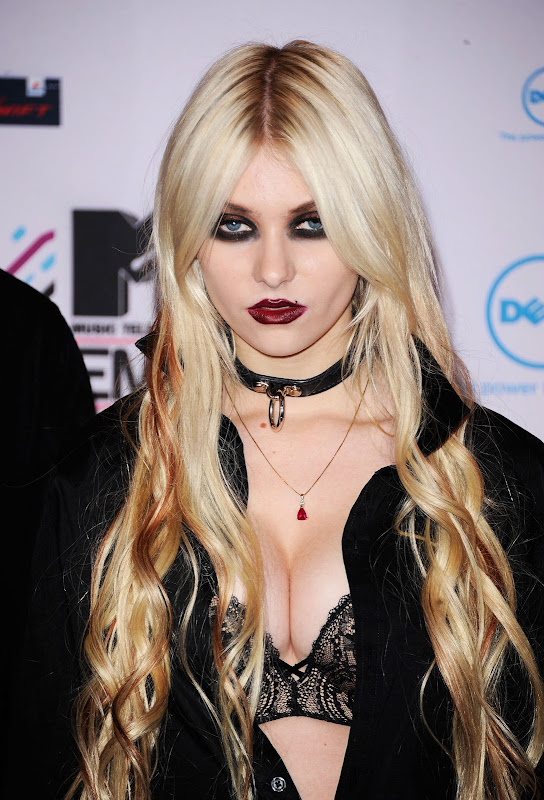 Terrifying Teenager exhibit A: Taylor Momsen. Sweet Cindy Lou Who, all  title=