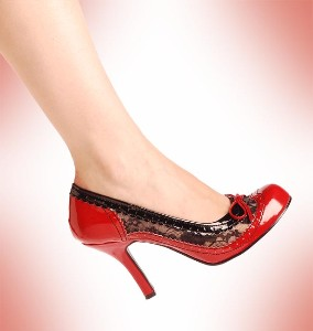 [shoes+red+and+lace]