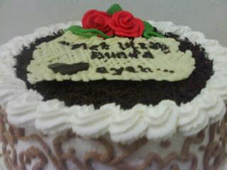 ada pesenan kue ulang tahun dari mantan teman satu bagian di kantor ...