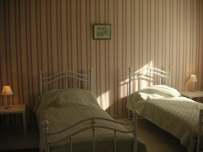 Chambre 2 ( Deux lits de 90  + un  lit d'appoint )