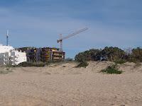 Avanço da construção sobre a praia do Forte Novo (Quarteira)