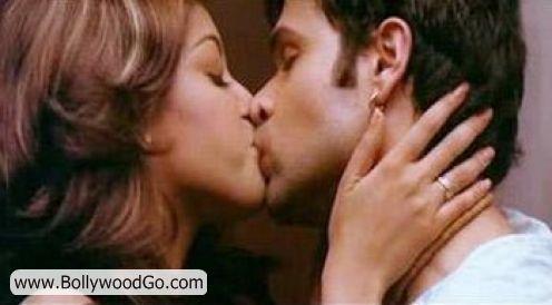 http://4.bp.blogspot.com/_uJ-SDPxtYh8/TMsBTcOhYjI/AAAAAAAALE8/b70RgIg-HIE/s1600/Tanushri+Dutta+Emraan+Hashmi+Kiss.jpg