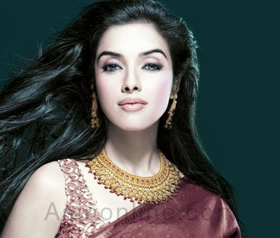 Kerala actress Asin in Tanishq Jewellery Set