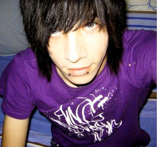 Cool Emo hairstyles for hot emo boys