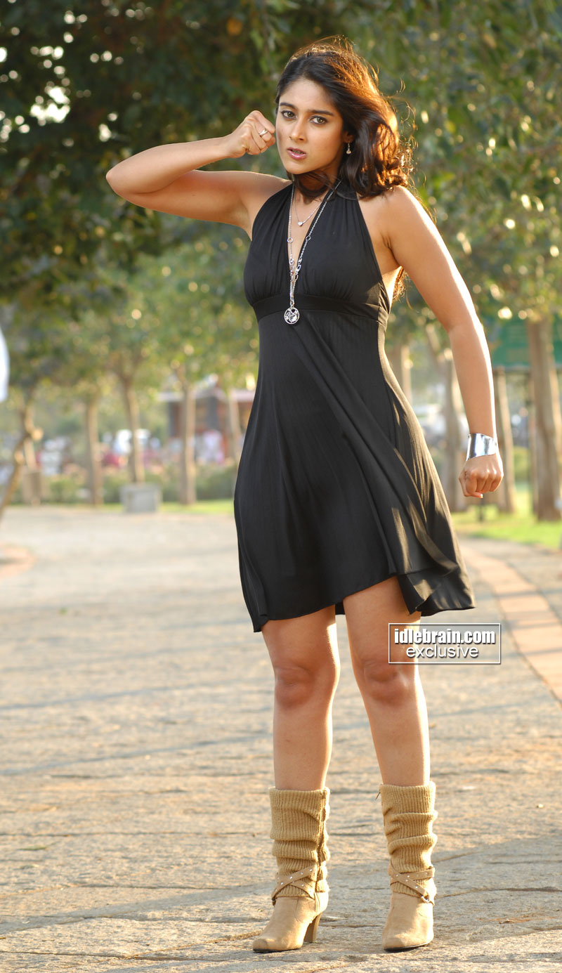 , Ileana Sexy Pics in Black Dress