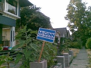 un panneau de campagne pour les élections du maire de seattle