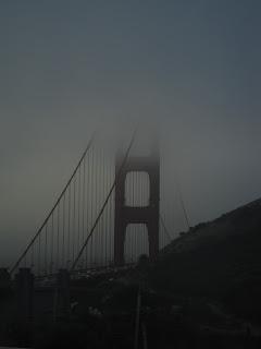 le Golden Gate émerge de la brume