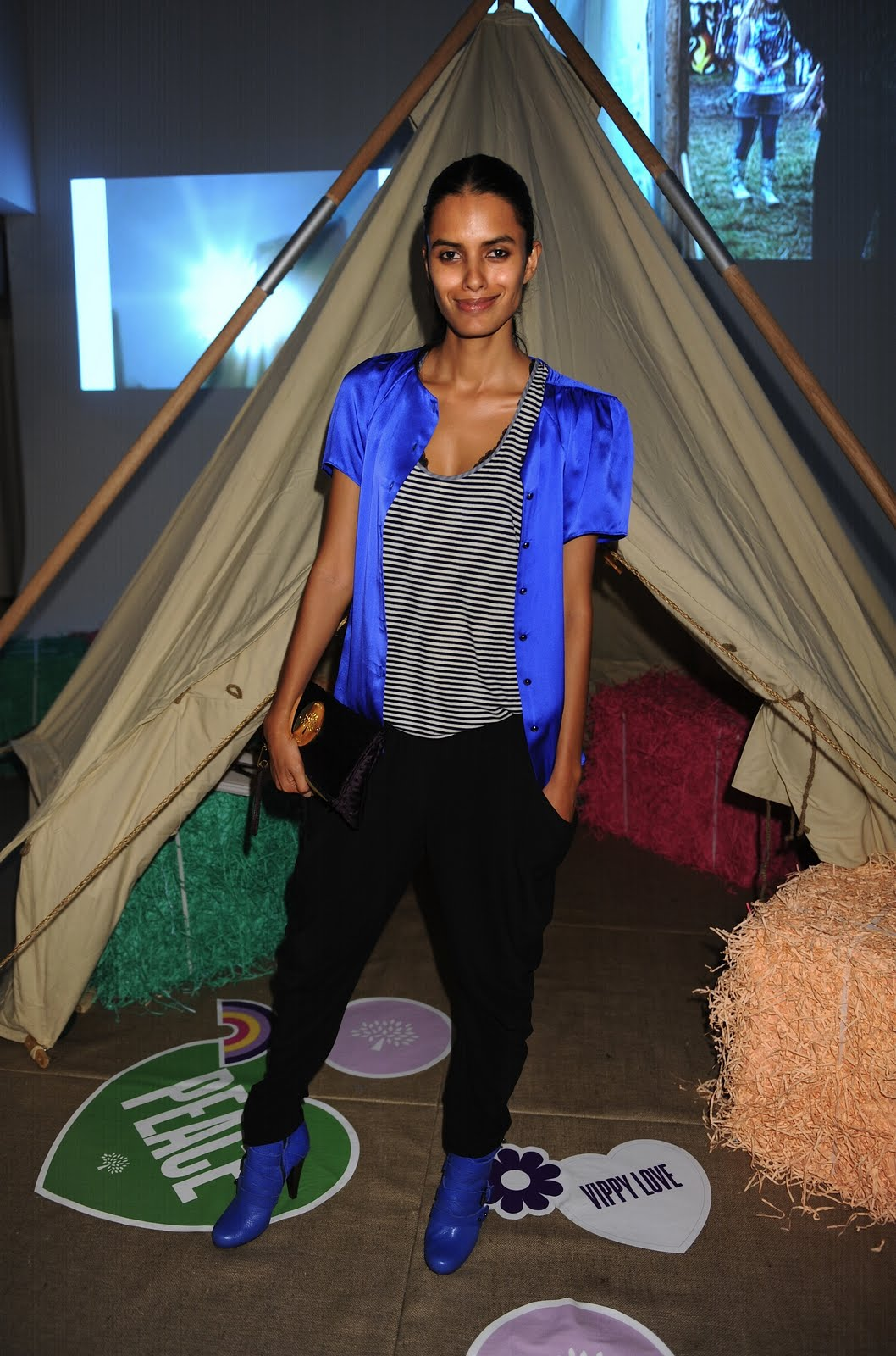 http://4.bp.blogspot.com/_uMEEYNzfGxI/S_0DYRP_BUI/AAAAAAAAFQY/HgzqPLSKbW0/s1600/6+Lakshmi+Menon.jpg