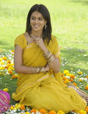 Genelia in plain yellow saree with simple border