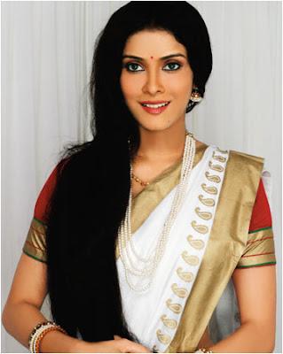 Nandana Sen in Traditional Silk Saree