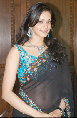 Bollywood Actress in Saree Isha Koppikar