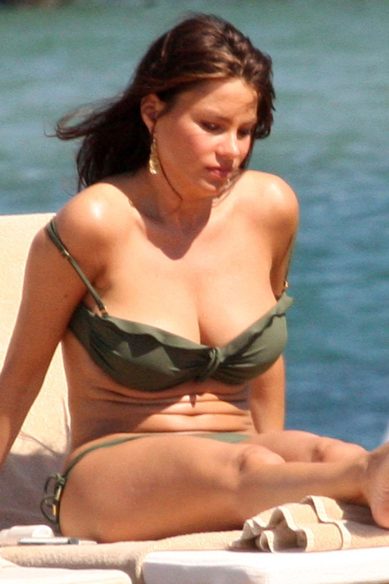 Sofia Vergara Bikini Pictures | Sofia Vergara Photo Gallery