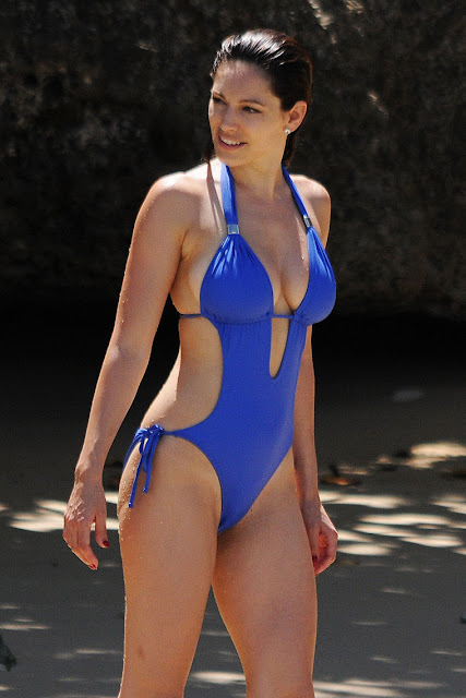 Hot Kelly Brook Bikini Candids