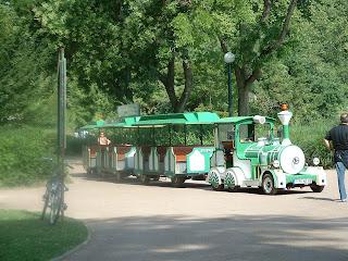 Le petit train attend ses passagers