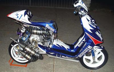 http://4.bp.blogspot.com/_uOiG8ZhnHrs/RaEKeht6blI/AAAAAAAABSY/cnBprKRVMmE/s400/scooterV4.jpg