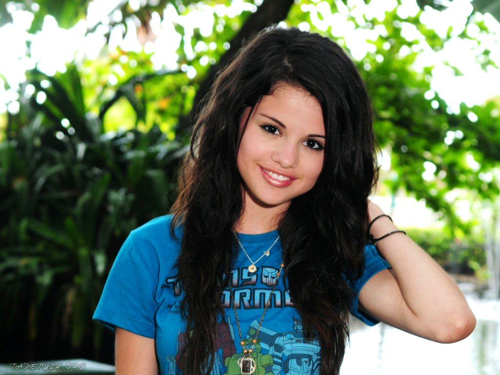 http://4.bp.blogspot.com/_uPlbLRFd2II/TL8SV_voA_I/AAAAAAAAAAk/FgyAg4yezEw/s1600/Selena.Gomez.2182.jpg