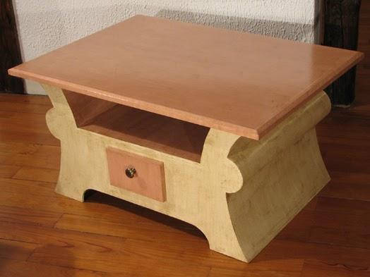 carton bricolage d coration table basse beige et rose. Black Bedroom Furniture Sets. Home Design Ideas