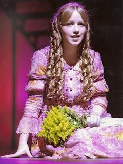 Garota de 16 anos mostra seio em peça de teatro e causa polêmica