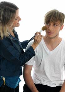 Homens usam maquiagem?