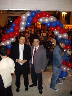 Fiesta demócrata y victoria de Obama, en la imagen Luis Salvador y Félix Lavilla