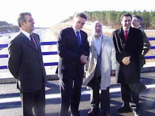 El Delegado del Gobierno, Miguel Alejo, acompañado de Vicente Ripa, Subdelegado del Gobierno y del senador del PSOE por Soria Félix Lavilla. Foto Alberto López