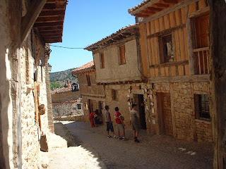 Calles de Calatañazor (Soria). Dónde dicen Almanzor perdió el tambor. Municipio declarados de Interés Turístico y Cultural