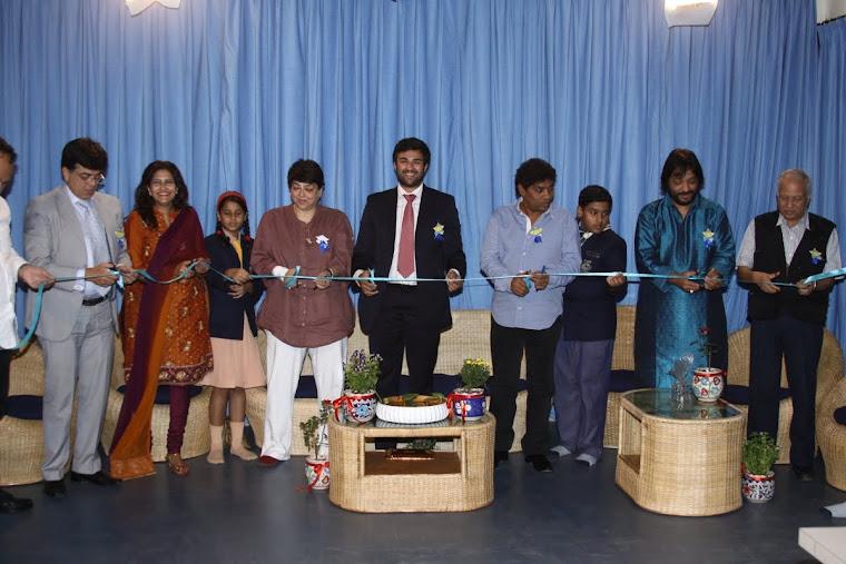 Mukesh , Kanchan Adhikari,YJ, Kalpana Lazmi, Ryan Pinto, Johny Lever, YJ,Roop Rathod, Kumar ketkar