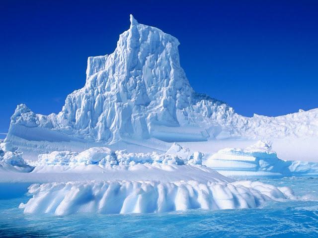 Beautiful winter wallpaper iceberg