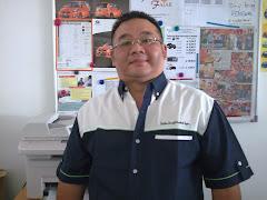 """Merekah Fajar wearing F1-styled """"RuaiKitai"""" uniform"""