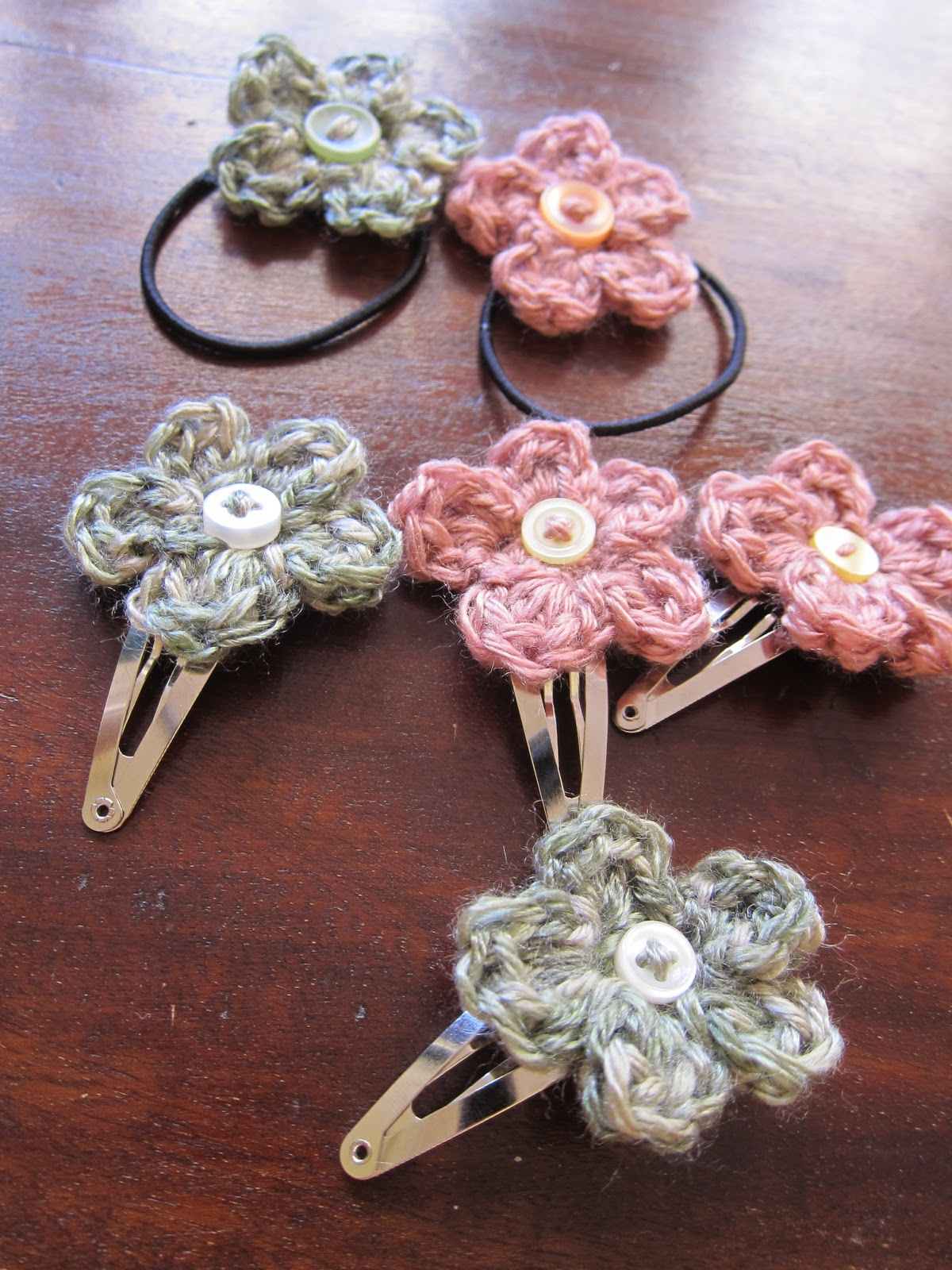 Crochet Rose Hair Clip Pattern : Mel P Designs: Free crochet hair clips and hair elastic pattern